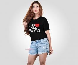 CAMISETA EU AMO PILATES 2 Tecido 100% Poliéster Preta Estampa Colorida A3  Sublimação Camiseta na cor preta