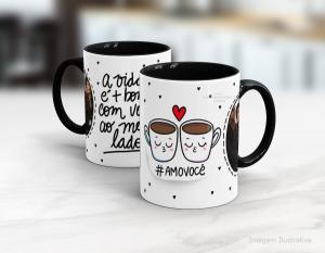 Caneca em cerâmica dia dos namorados - a vida é + bonita ao teu lado Cerâmica branca interior e alça preta   Sublimação