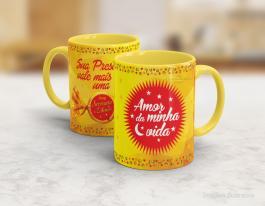 Caneca em cerâmica dia dos namorados - sua presença vale mais que uma serenata de amor Cerâmica branca interior e alça amarela   Sublimação